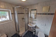 Geräumiges Badezimmer - Ferienwohnung Waldegg