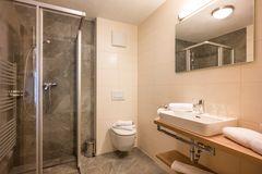 Moderne Badezimmer in allen Zimmern