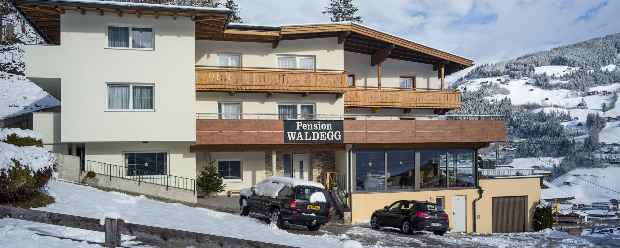 Hausansicht Pension Waldegg im Winter